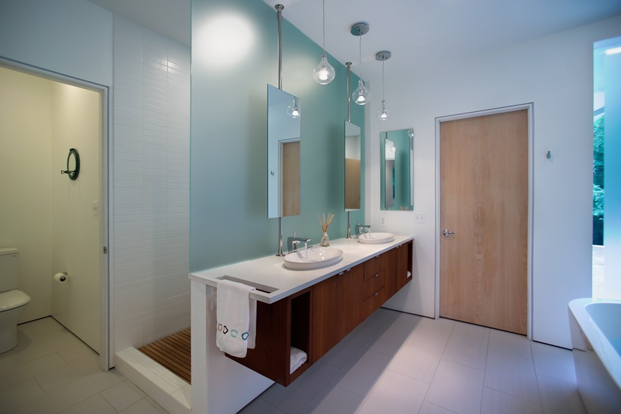 2nd_Floor_-_Master_Bathroom_-_Overall_View_2